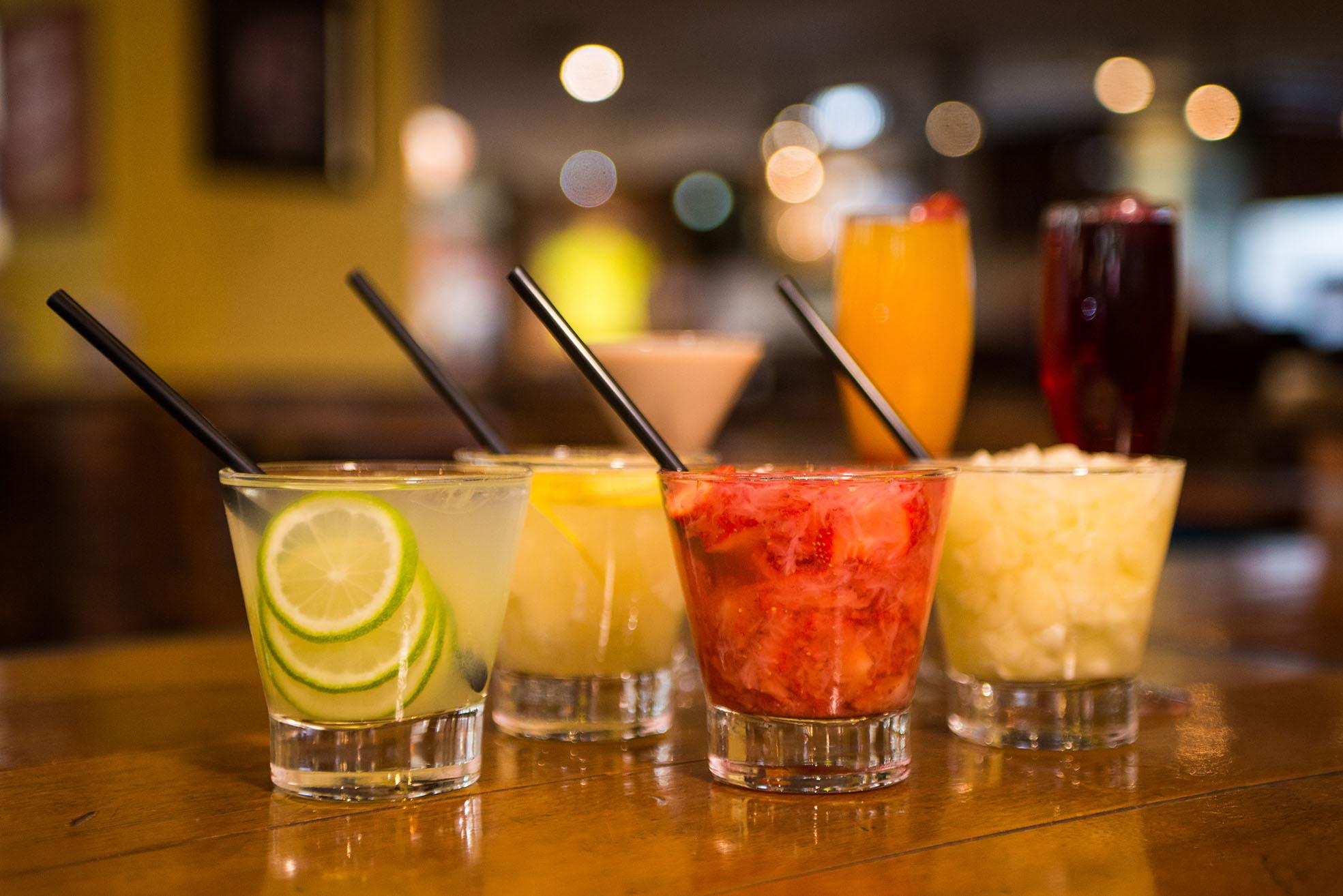 HAPPY HOUR TONILU BIER, CHOPP & DRINKS ESPECIAIS, COMIDINHAS DE BOTECO